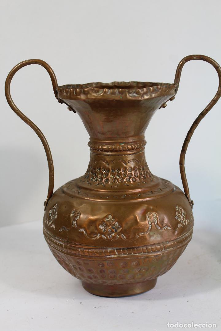 Antigüedades: pareja de jarrones de cobre - Foto 4 - 206749622