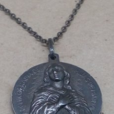 Antigüedades: MEDALLA RELIGIOSA DE PLATA CON CADENITA. Lote 206779856