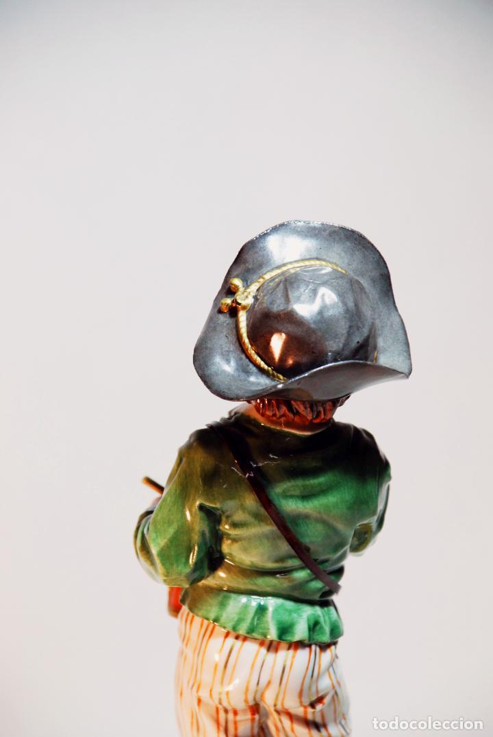 Antigüedades: Bella figura en porcelana esmaltada de niño tamborilero. Algora. Numerada. HS. 23 cm. - Foto 4 - 206790763
