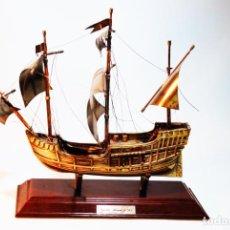 Antigüedades: ESPECTACULAR CARABELA DE COLÓN EN PLATA. SANTA MARÍA 1492. 228 G. PEANA DE MADERA.. Lote 206797140