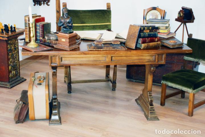 Antigüedades: Conjunto de despacho en roble macizo o similar. Escritorio con cajones, sillón y silla pequeña. - Foto 3 - 206798516