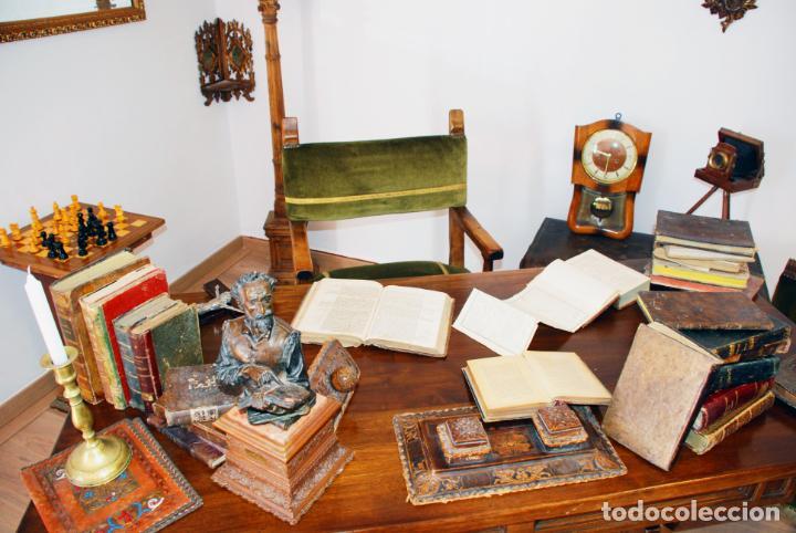 Antigüedades: Conjunto de despacho en roble macizo o similar. Escritorio con cajones, sillón y silla pequeña. - Foto 7 - 206798516