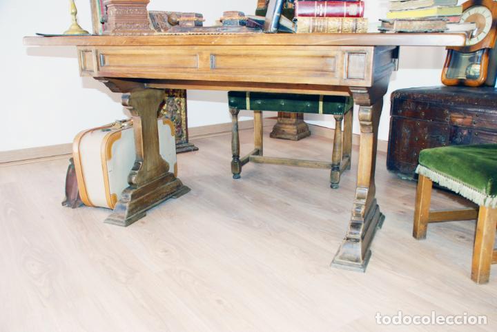 Antigüedades: Conjunto de despacho en roble macizo o similar. Escritorio con cajones, sillón y silla pequeña. - Foto 8 - 206798516