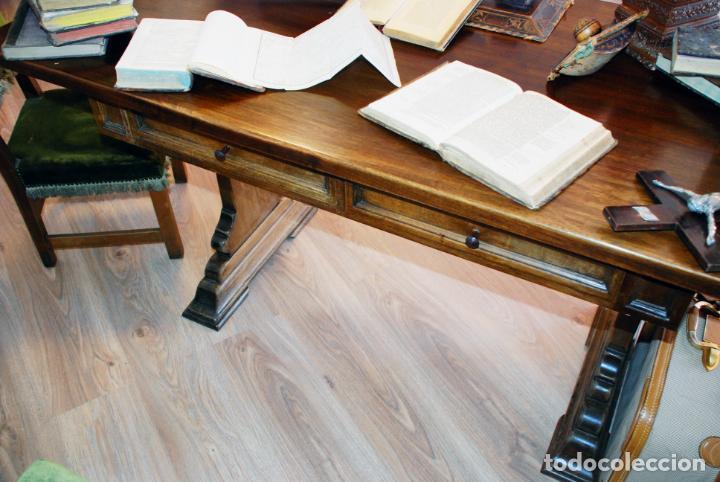 Antigüedades: Conjunto de despacho en roble macizo o similar. Escritorio con cajones, sillón y silla pequeña. - Foto 9 - 206798516