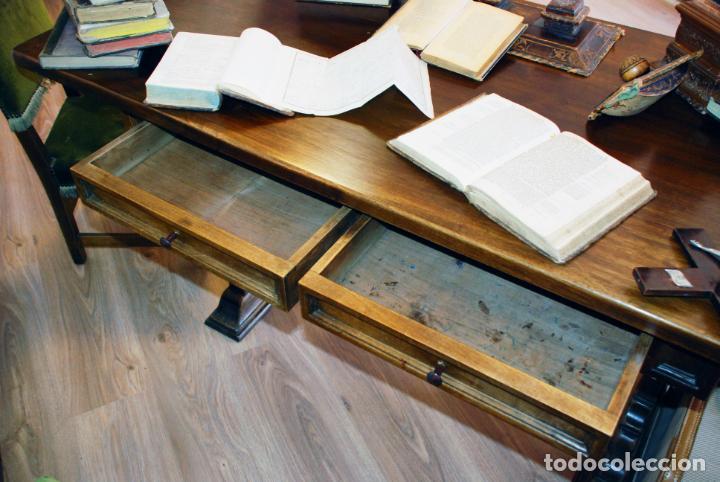 Antigüedades: Conjunto de despacho en roble macizo o similar. Escritorio con cajones, sillón y silla pequeña. - Foto 10 - 206798516