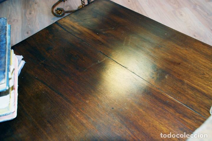 Antigüedades: Conjunto de despacho en roble macizo o similar. Escritorio con cajones, sillón y silla pequeña. - Foto 11 - 206798516