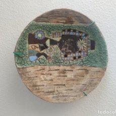 Antigüedades: GRAN PLATO CUENCO DECORATIVO DE BARRO CON DETALLES EN RELIEVE, A COLOR Y ESMALTES. DIÁMETRO 34 CM.. Lote 206802407