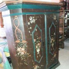 Antigüedades: ARMARIO PINTADO. Lote 206805196