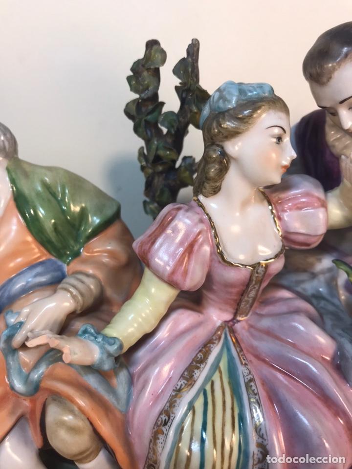 Antigüedades: Figura Porcelana- Escena romántica- 11x16x16cm - Foto 4 - 206808218