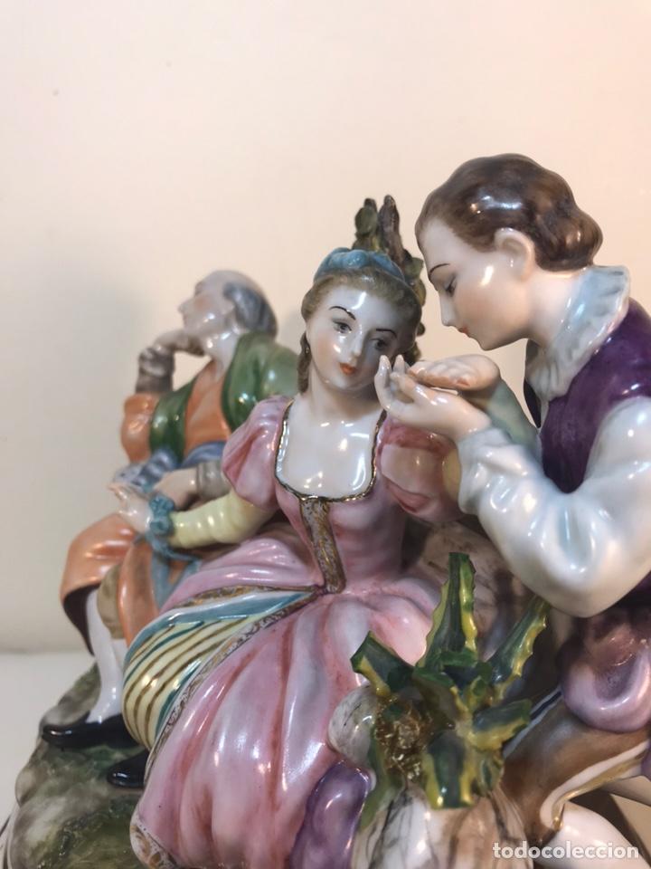Antigüedades: Figura Porcelana- Escena romántica- 11x16x16cm - Foto 9 - 206808218