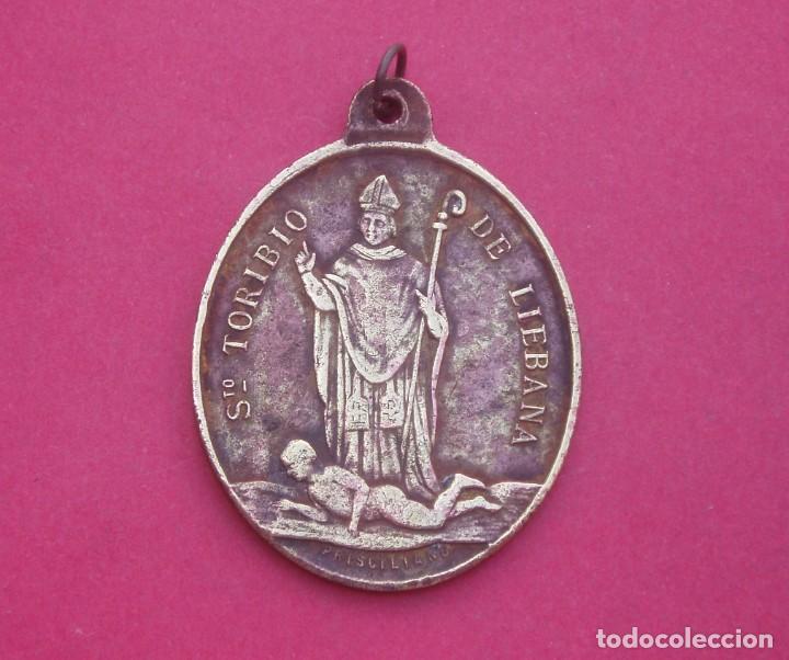 MEDALLA SIGLO XIX SANTO TORIBIO DE LIÉBANA TRIUNFANDO SOBRE PRISCILIANO. MUY RARA. CANTABRIA. (Antigüedades - Religiosas - Medallas Antiguas)