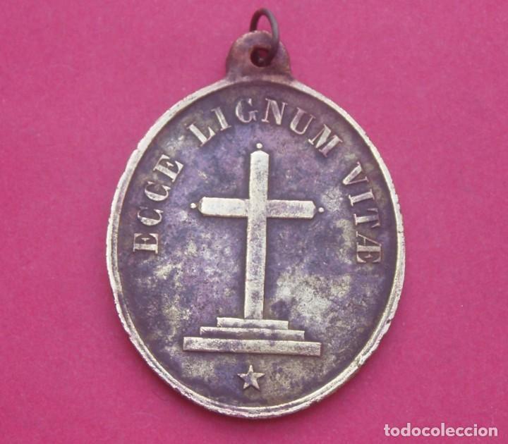 Antigüedades: Medalla Siglo XIX Santo Toribio de Liébana Triunfando sobre Prisciliano. Muy Rara. Cantabria. - Foto 3 - 206825438