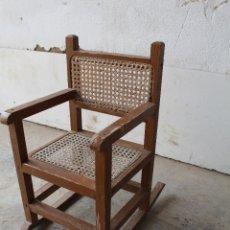 Antigüedades: SILLA BALANCIN NIÑO CON REJILLA Y MADERA REPINTADA. Lote 206955430