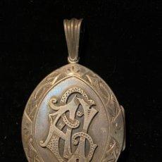 Antigüedades: GUARDAPELO DE PLATA CON RELIQUIA DE LA COMPAÑÍA DE HERMANAS DE LA CRUZ DE SEVILLA. Lote 206957322