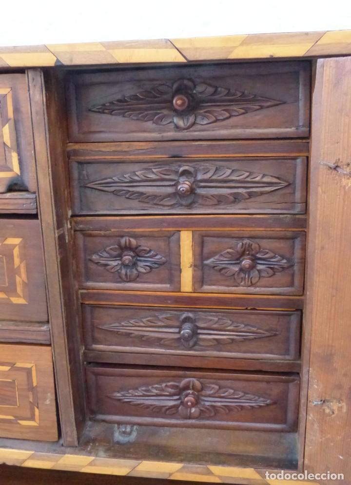 Antigüedades: BARGUEÑO CATALÁN SG XVIII - NOGAL Y INCRUSTACIONES DE MARQUETERÍAS - MUY BONITO - Foto 8 - 206970448