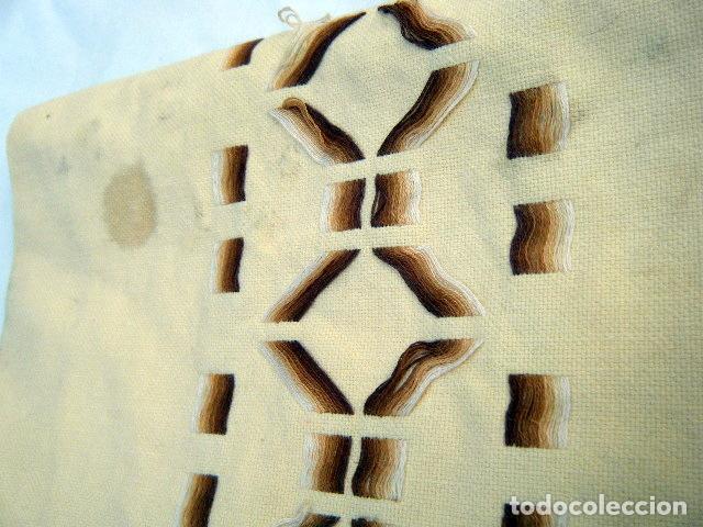 Antigüedades: Estola o camino de mesa bordado a mano . Años 50 - Foto 2 - 206998625