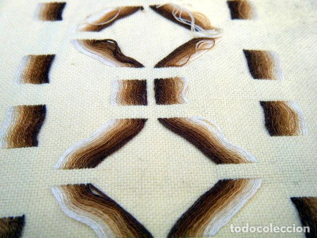 Antigüedades: Estola o camino de mesa bordado a mano . Años 50 - Foto 5 - 206998625