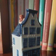 Antigüedades: BOTELLA DE LICOR EN FORMA DE CASA HOLANDESA - CASITA KLM 11 - DELFT - AMSTERDAM. Lote 207016276