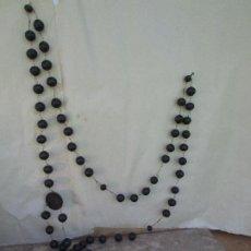 Antigüedades: ROSARIO ANTIGUO MADERA NOBLE AFRICANA Y ENLAZADO POR COBRE. 1,50 METROS DE LARGO. Lote 207019141