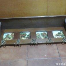 Antigüedades: GRAN PERCHERO EN MADERA TIPO NOGAL CON CERAMICAS DE LIMOGES Y COLGADORES EN BRONCE, ORIGEN FRANCES. Lote 207057476