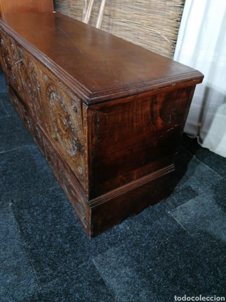 Antigüedades: Arcón tallado de castaño - Foto 2 - 207057898