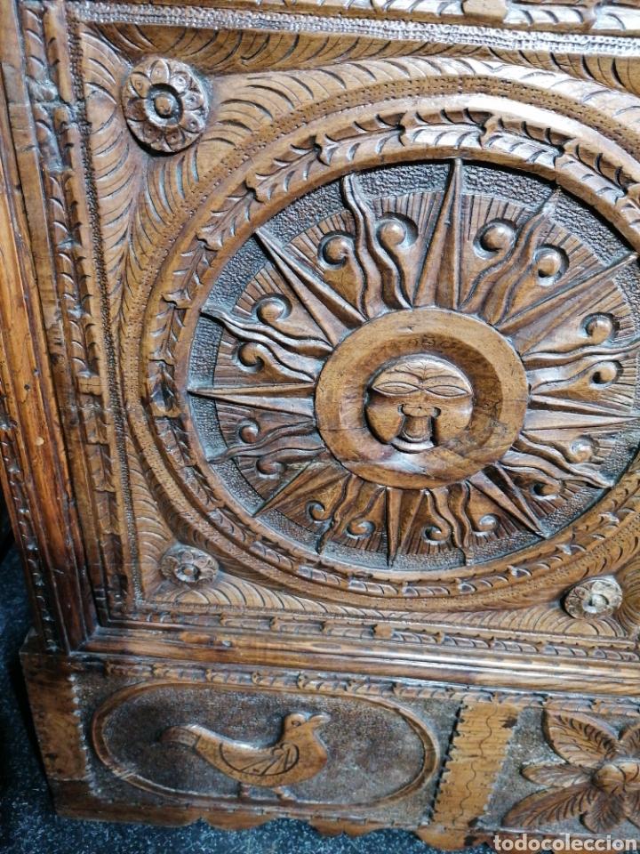 Antigüedades: Arcón tallado de castaño - Foto 3 - 207057898