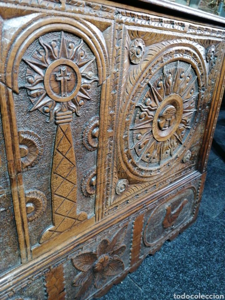 Antigüedades: Arcón tallado de castaño - Foto 4 - 207057898