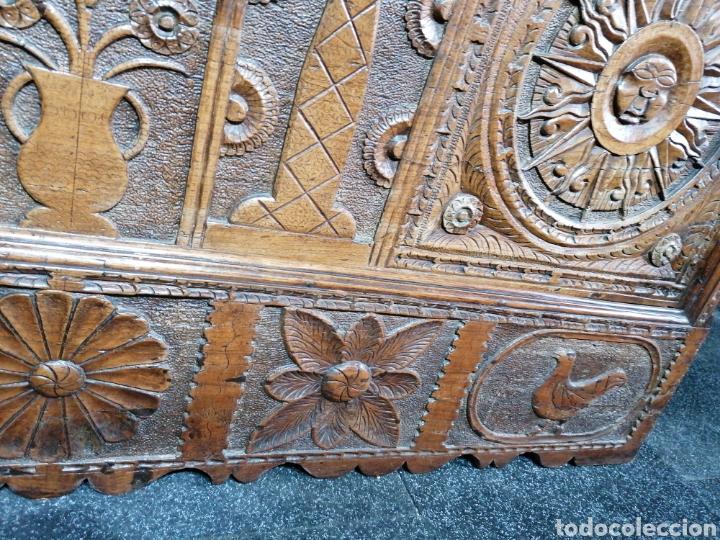Antigüedades: Arcón tallado de castaño - Foto 6 - 207057898