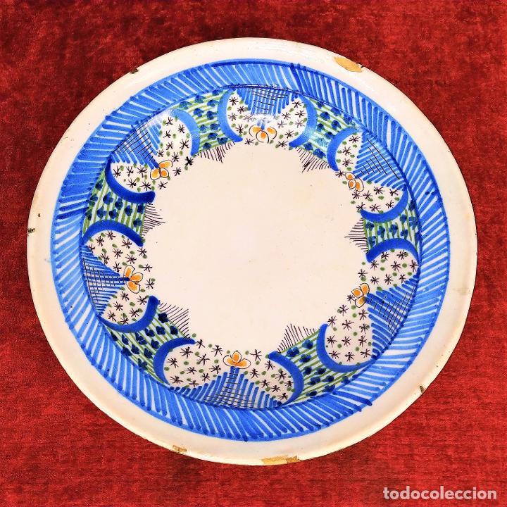 PLATO EN CERÁMICA ESMALTADA. ALCORA. VALENCIA. ESPAÑA. SIGLO XVIII-XIX (Antigüedades - Porcelanas y Cerámicas - Alcora)