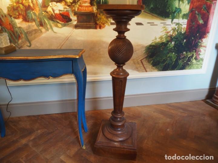 GRAN PEAÑA COLUMNA O PEDESTAL EN MADERA DE ROBLE PARA ESCULTURA O PLANTA (Antigüedades - Muebles Antiguos - Veladores Antiguos)