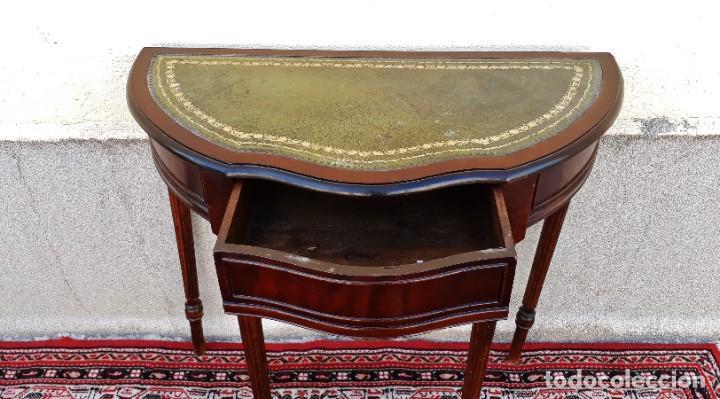 Antigüedades: Consola antigua cuero verde estilo inglés. Mesa auxiliar antigua vintage. Mueble recibidor entrada. - Foto 4 - 207084617