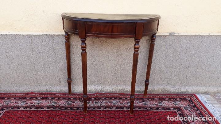 Antigüedades: Consola antigua cuero verde estilo inglés. Mesa auxiliar antigua vintage. Mueble recibidor entrada. - Foto 5 - 207084617