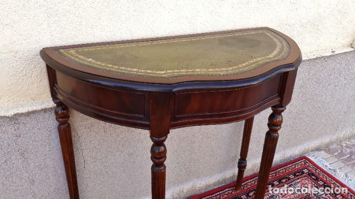 Antigüedades: Consola antigua cuero verde estilo inglés. Mesa auxiliar antigua vintage. Mueble recibidor entrada. - Foto 7 - 207084617
