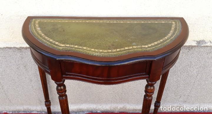Antigüedades: Consola antigua cuero verde estilo inglés. Mesa auxiliar antigua vintage. Mueble recibidor entrada. - Foto 8 - 207084617