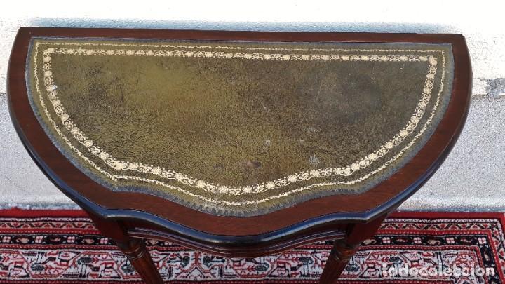 Antigüedades: Consola antigua cuero verde estilo inglés. Mesa auxiliar antigua vintage. Mueble recibidor entrada. - Foto 9 - 207084617