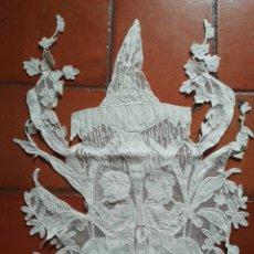 Antigüedades: APLICACIÓN BORDADA SOBRE TUL. Lote 207084908