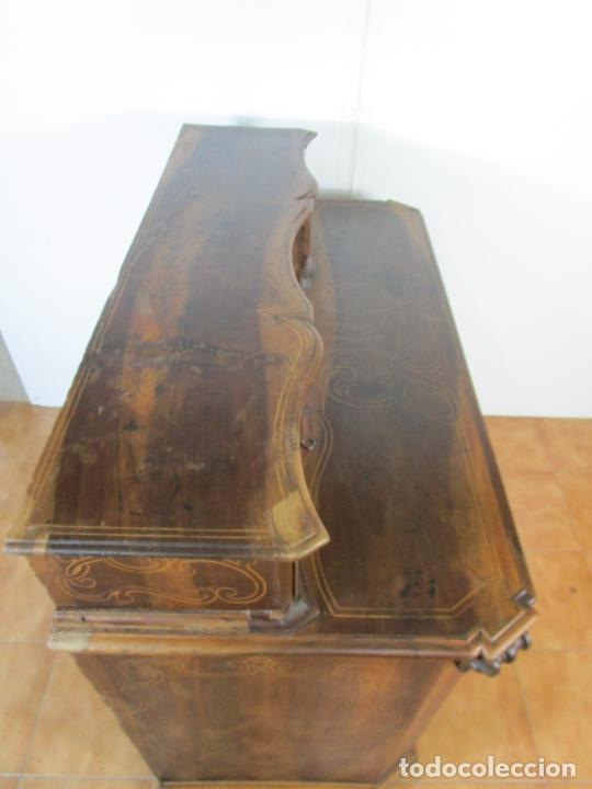 Antigüedades: Cómoda Catalana - Madera de Nogal y Marquetería - Cajones Superiores (Escambell) Bombeado - S. XVIII - Foto 40 - 207120946