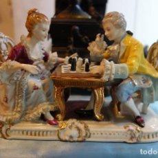 Antigüedades: FIGURA DE PORCELANA CON FILIGRANA DE ORIGEN FRANCÉS DE LOS AÑOS 40. Lote 207132938