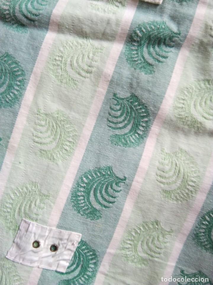 Antigüedades: ANTIGUA FUNDA O TELA DE COLCHÓN PARA TAPIZAR, HACER COJINES... Color verde - Foto 2 - 207196347