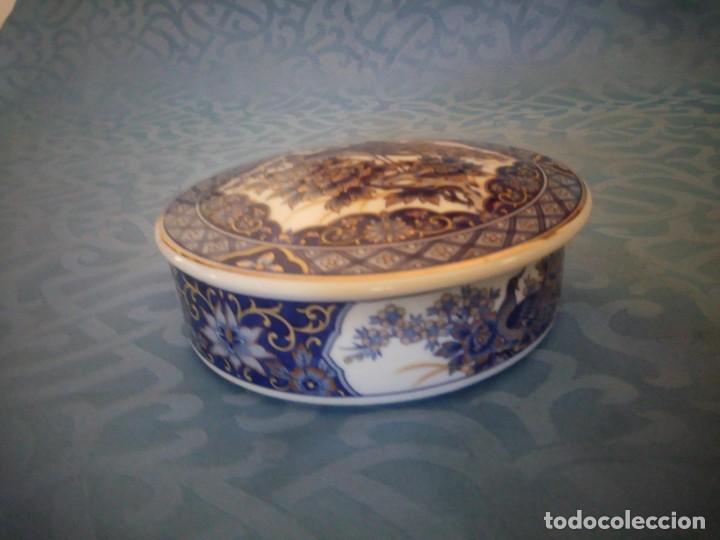 Antigüedades: Precioso joyero de porcelana IMPERIAL PEACOK,pavos reales con toques de oro. - Foto 3 - 207236527