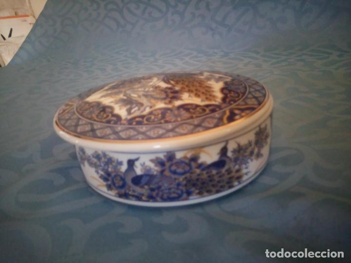 Antigüedades: Precioso joyero de porcelana IMPERIAL PEACOK,pavos reales con toques de oro. - Foto 4 - 207236527