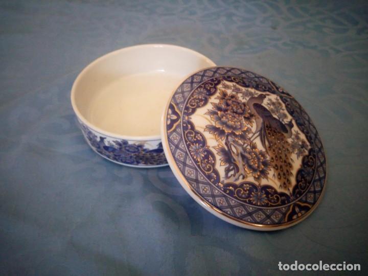 Antigüedades: Precioso joyero de porcelana IMPERIAL PEACOK,pavos reales con toques de oro. - Foto 5 - 207236527