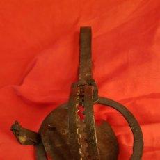 Antigüedades: CEPO DE CAZA EN HIERRO FORJADO ESPAÑOL DEL SIGLO XVIII. 32´5 X 18. Lote 207316568