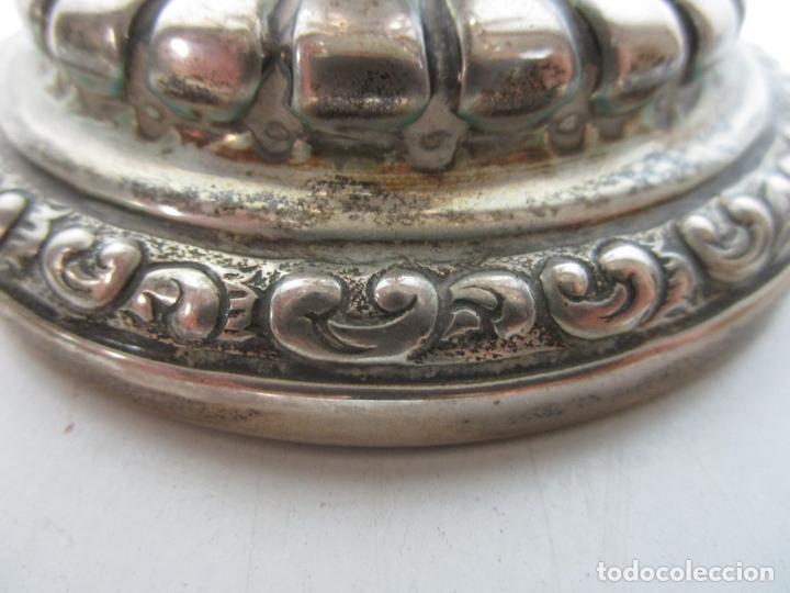Antigüedades: Decorativa Pareja de Candelabros - 5 Luces - Plata de Ley Cincelada, con Contrastes - Foto 6 - 207371993