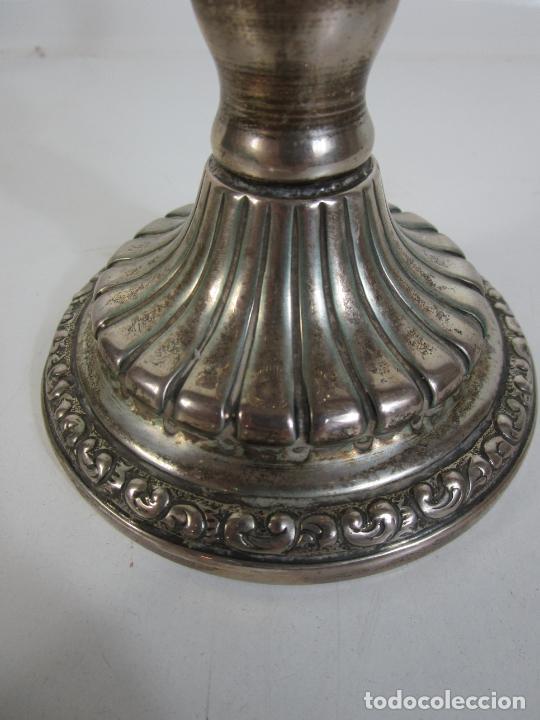 Antigüedades: Decorativa Pareja de Candelabros - 5 Luces - Plata de Ley Cincelada, con Contrastes - Foto 7 - 207371993