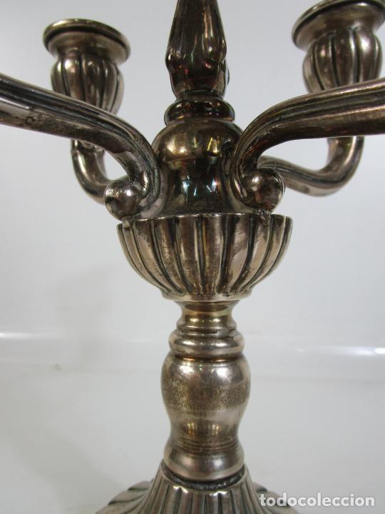 Antigüedades: Decorativa Pareja de Candelabros - 5 Luces - Plata de Ley Cincelada, con Contrastes - Foto 8 - 207371993