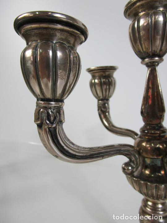 Antigüedades: Decorativa Pareja de Candelabros - 5 Luces - Plata de Ley Cincelada, con Contrastes - Foto 9 - 207371993