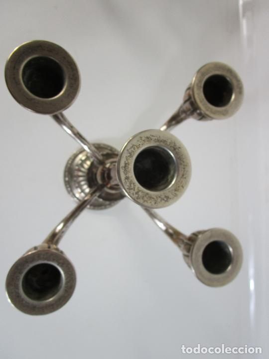 Antigüedades: Decorativa Pareja de Candelabros - 5 Luces - Plata de Ley Cincelada, con Contrastes - Foto 13 - 207371993