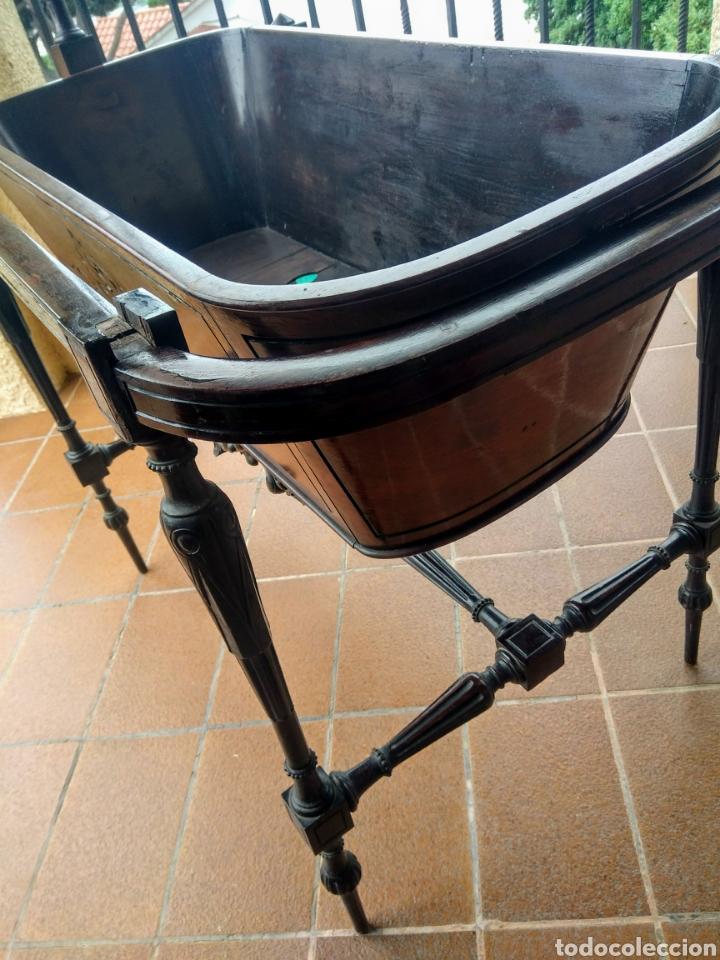 Antigüedades: Antigua cuna de madera. Siglo XIX. - Foto 2 - 207418611