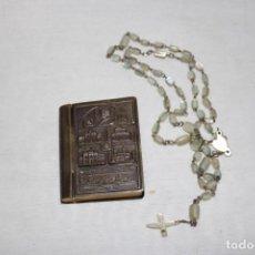 Antigüedades: CAJA EN FORMA DE LIBRO CON ROSARIO DE NÁCAR. Lote 207449235